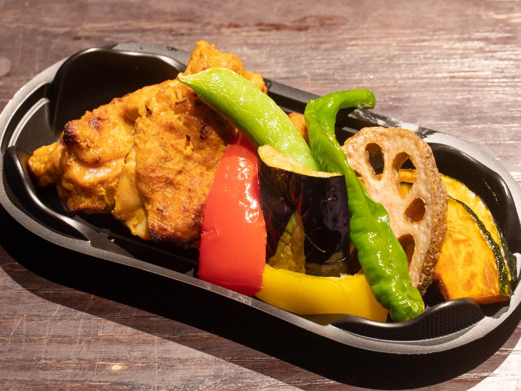 スパイスチキンカレー タンドリーチキンと野菜のセット